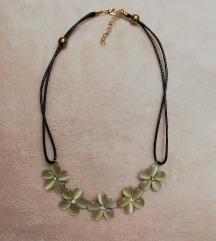 Nova cvjetna ogrlica