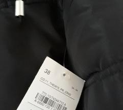 Nova crna jakna s etiketom