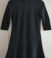 Tamnoplava haljina s volanom
