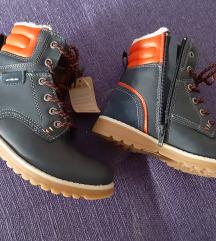 Nove cizme 32