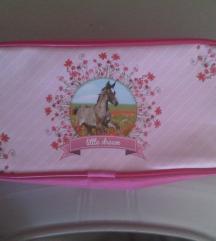 Nova kozmetička torbica ili pernica