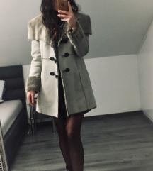 Sivi kaput s krznom