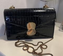 Crna sjajna torbica