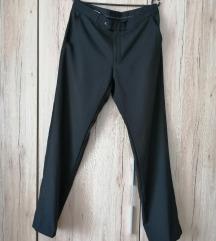 Rasprodaja crne hlače vel. 42 20 kn Rez.