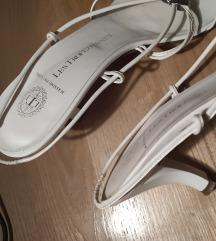 Prodajem bijele cipele s niskom petom