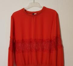 Crvena bluza s čipkom