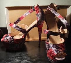 Cvjetne stikle sandale