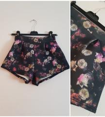 Cvjetne kratke hlačice