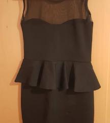Crna haljina sa volanom