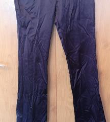 Tamno ljubičaste hlače mokrog izgleda