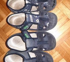 Dva para dječjih papuča