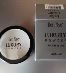Ben Nye Luxury powder puder