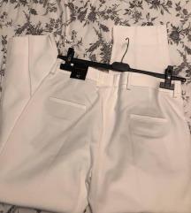 ZARA hlače s etiketom 42