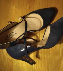 Prodajem očuvane plave cipele s petom