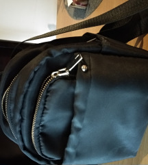 Crni ruksak