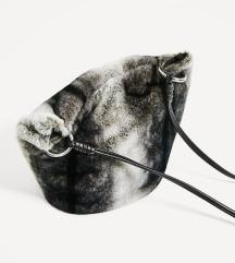 Zara torbica s krznom