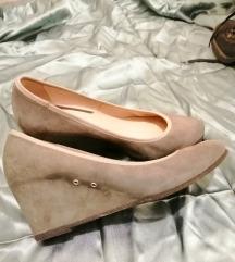 nove sive cipele