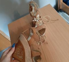 Sandale na punu petu i vezice