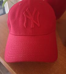New Era crvena kapa