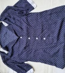 Plava košulja s bijelim točkama
