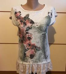 Bershka cvjetna majica (45 kn)