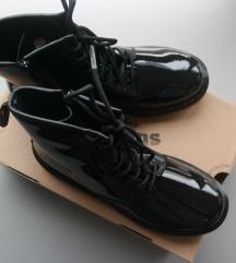 NOVO 38 1/2 Dr. Martens crne lakirane gležnjače