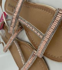 Nove ravne sandale 38