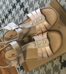 Nove sandale 40