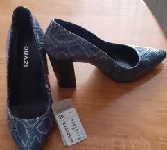 Nove cipele sa etiketom