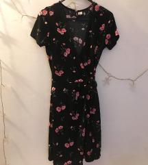 NOVA H&M crna cvjetna haljina na preklop 💜