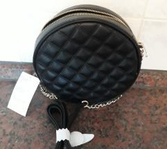 Nova H&M crna torbica
