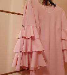 Roza haljina sa volanima