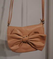 Roza torbica s mašnicom