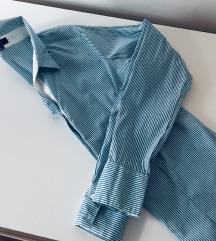 Košulja na plavo bijele pruge