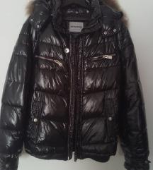 X-CAPE crna jakna s rakun krznom sniženo 42-44