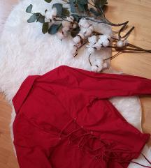 Crvena košuljica sa korzet vezanjem