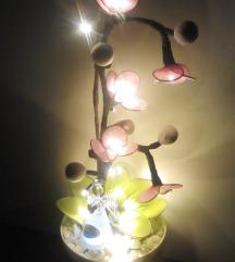 Cviječe sa lampicama od najlonke i žice