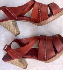 Bata kožne sandale na petu