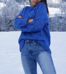 Plavi oversized pulover