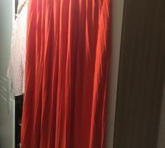 Duga narančasta suknja za visoku djevojku