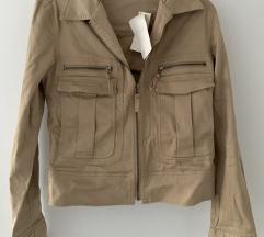 Nova jakna s etiketom