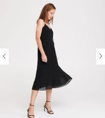 RESERVED crna plisirana haljina s etiketom