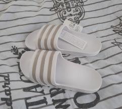 Adidas natikace (ukljucena postarina)