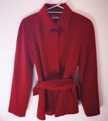Crveni kratki kaput
