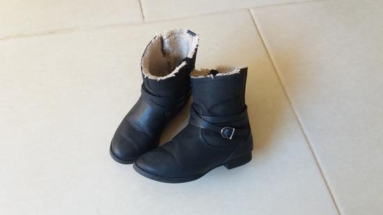 Zara crne tople čizmice (ug.16-16,5cm)