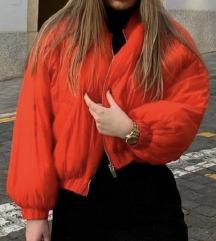 Zara crvena bomber jakna