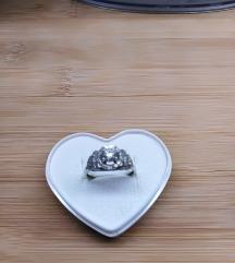 Srebrni prsten s cirkonom👗👠👛NOVO