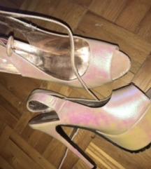 Cipele i sandale s visokom petom i platformom