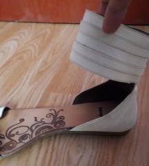 Bijele kožne sandale