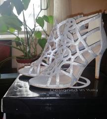 Nove srebrene sandale na petu